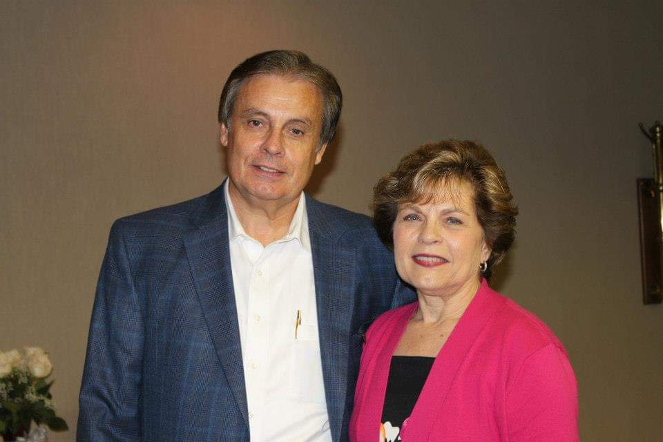 Pictured are Bonvera leaders and Bonvera entrepreneurs Larry & Judy Cox.